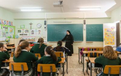 INICIO DE CURSO: ADQUISICIÓN DE LIBROS Y UNIFORMES